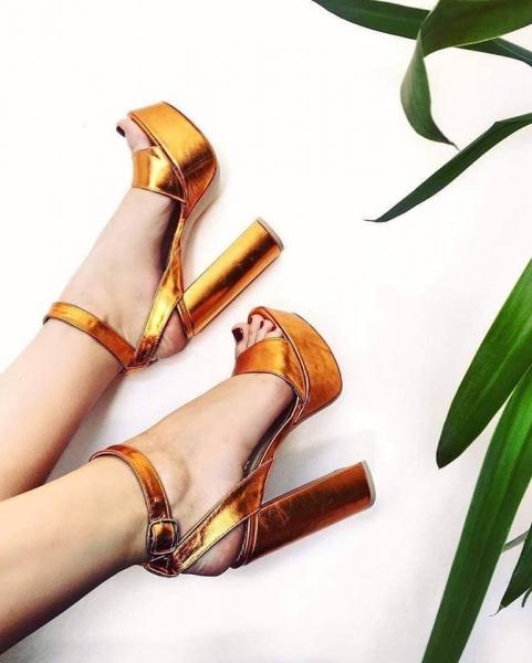 Sandale din piele laminata, cu toc gros patrat si platforma. 0