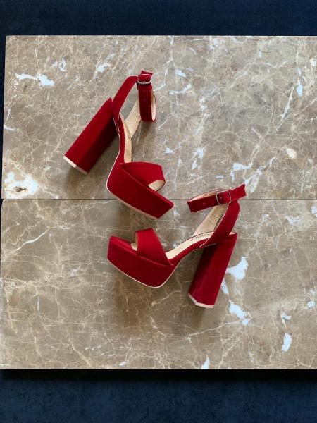 Sandale din catifea rosie, cu toc gros patrat si platforma. 0