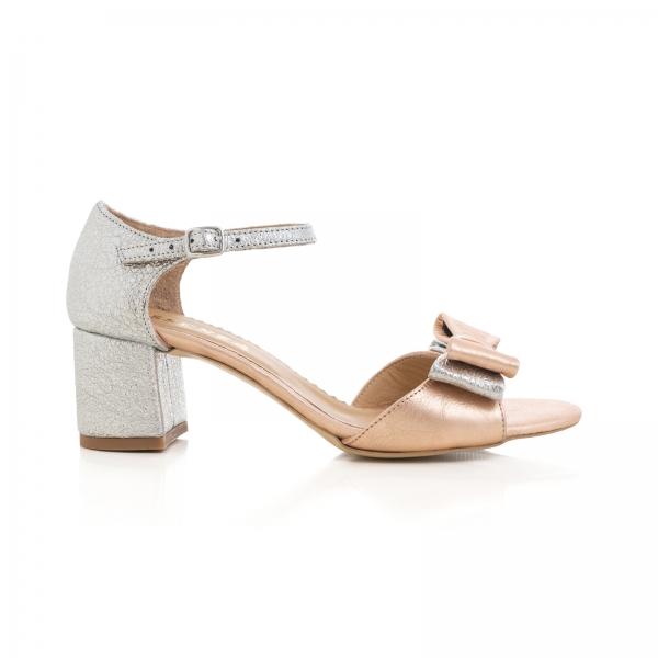 Sandale din piele laminata argintie si roze, cu funde duble. 0