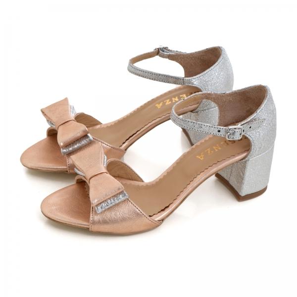 Sandale din piele laminata argintie si roze, cu funde duble. 2