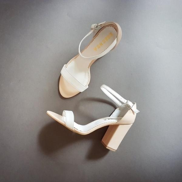 Sandale din piele bej si alba, cu toc gros 3